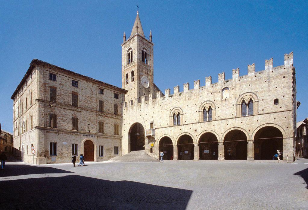 10_Palazzo-dei-Priori-Montecassiano